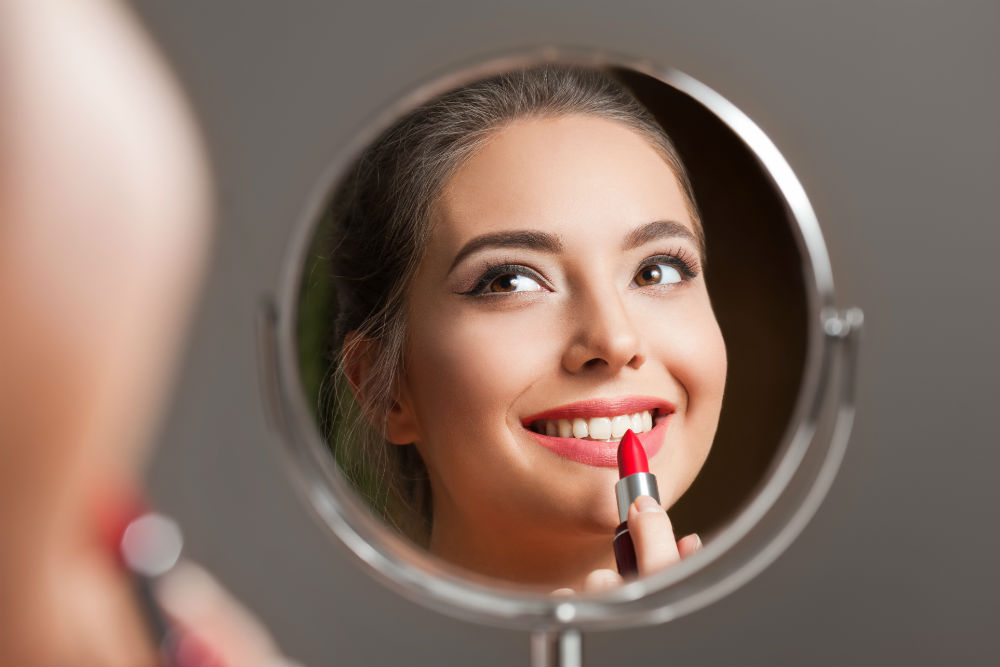 Why a Concave Mirror is Used for Makeup or Shaving